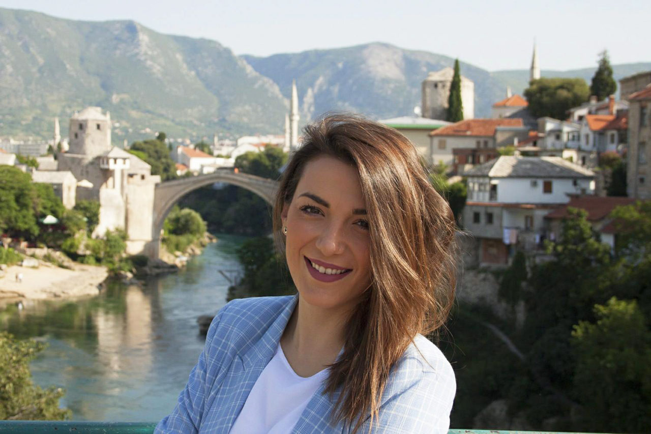 Als-politica-zet-Lana-Prlic-zich-specifiek-in-voor-jongeren.-Ze-vindt-dat-de-overheid-te-weinig-doet-hen-in-Bosnie-Herzegovina-te-houden.