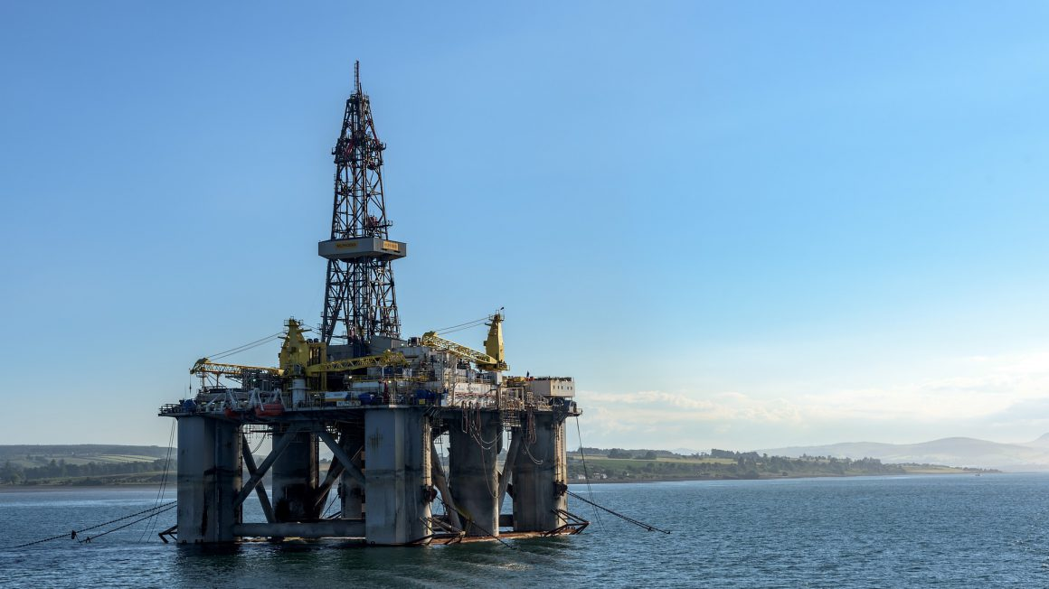 oil-rig-3522577_1920