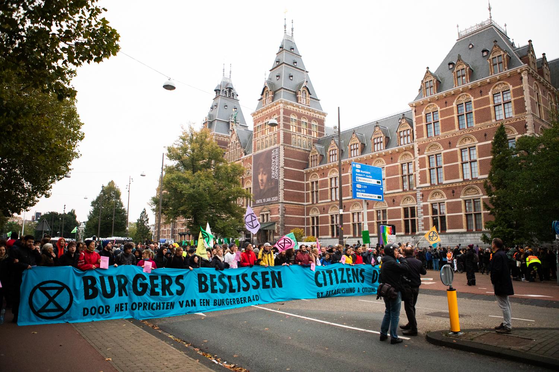 Demonstranten op de Stadhouderskade.