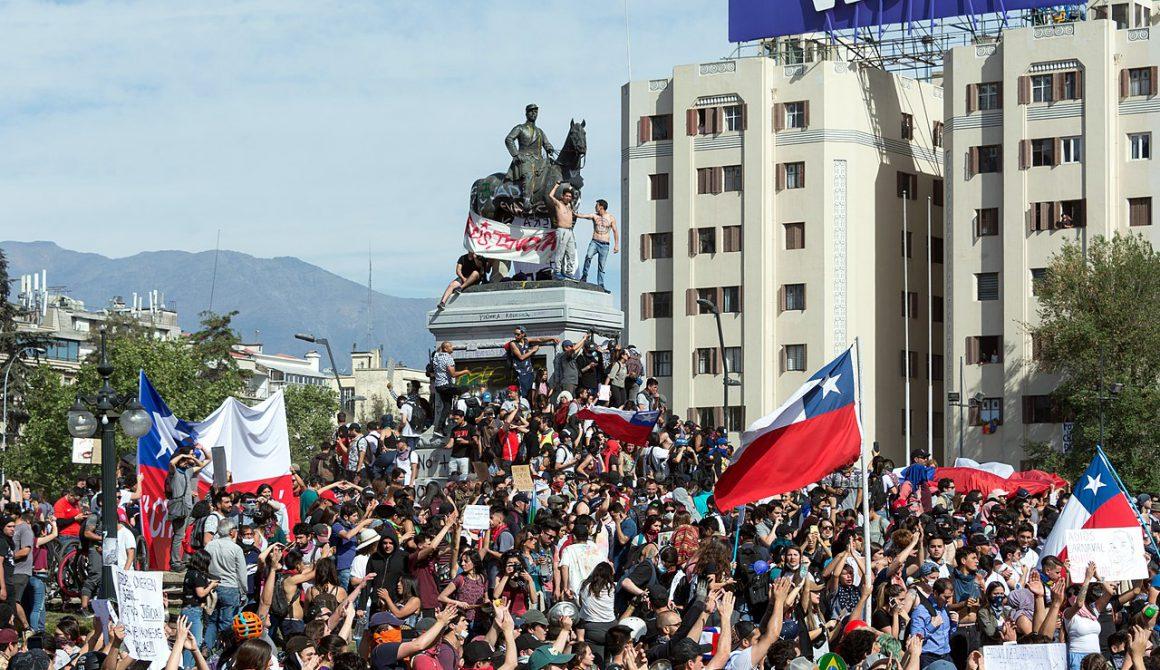 1280px-Protestas_en_Chile_20191022_07