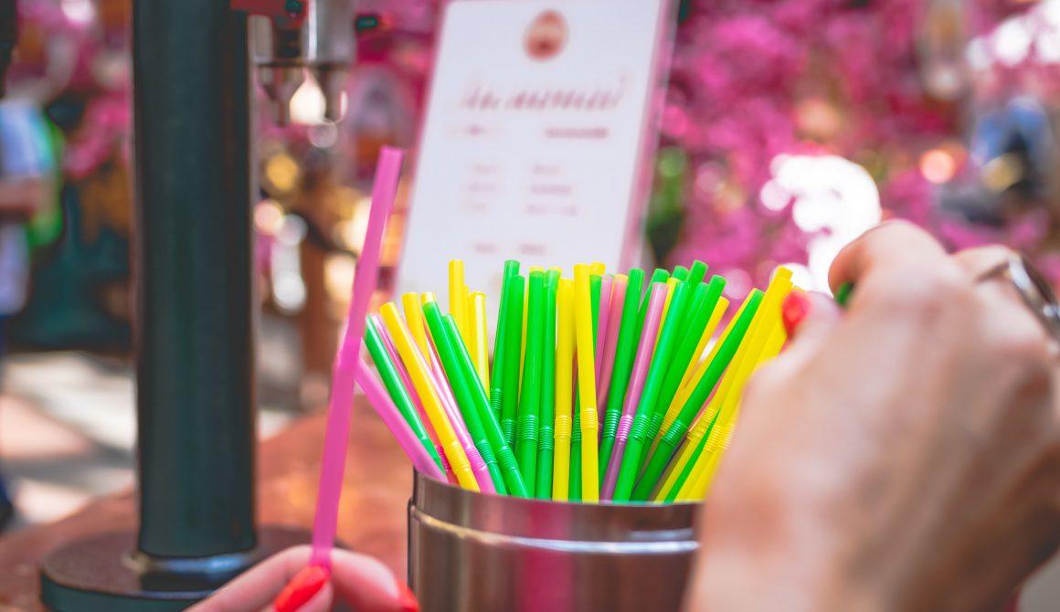 assorted-coloured-straws-2842113